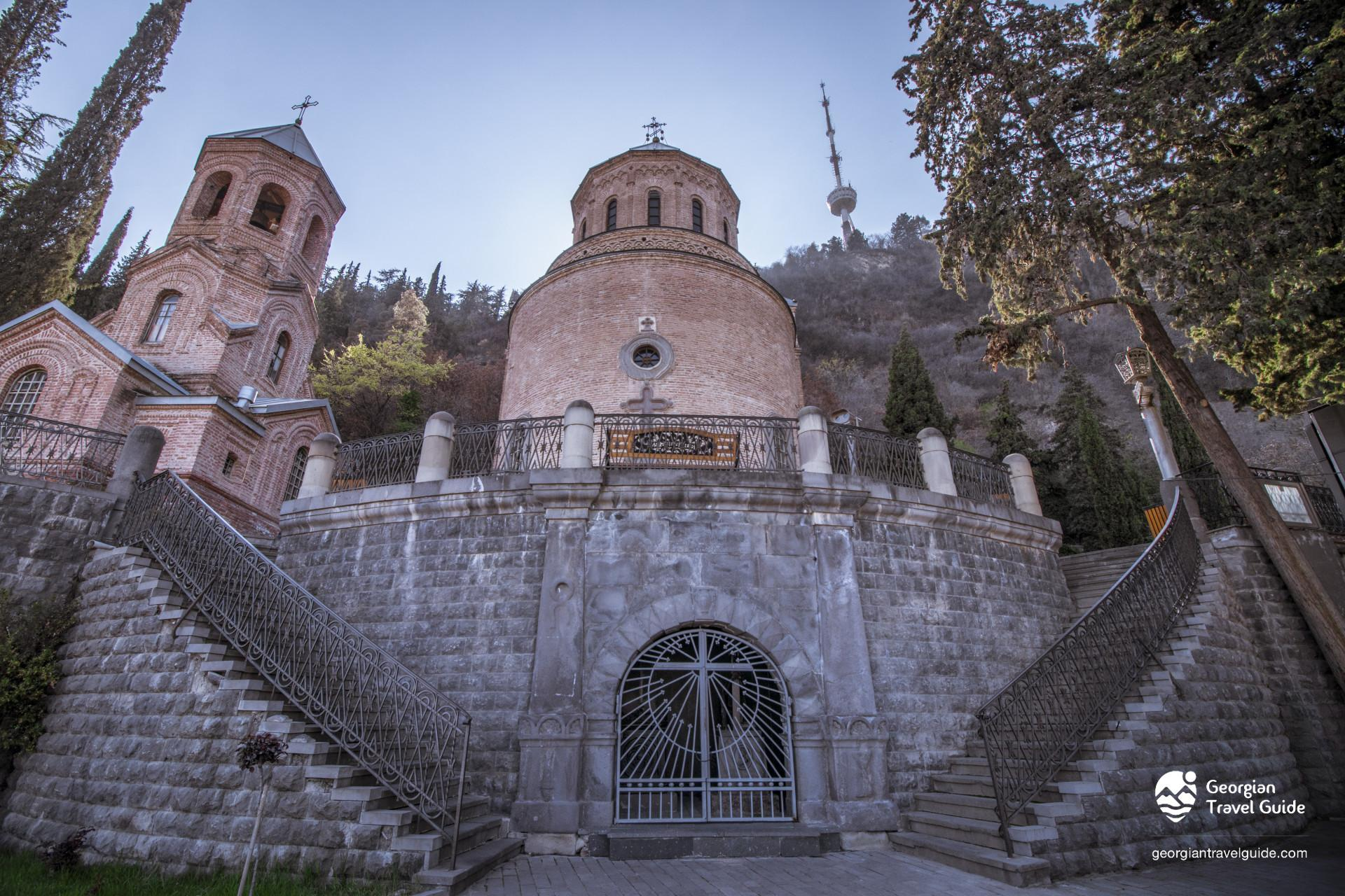 Mamadaviti, Father\'s David church, Mtatsminda pantheon